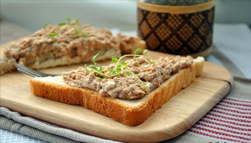 Бутерброды с пастой из анчоусов