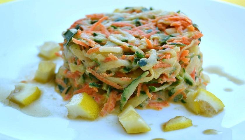 Салат из моркови с огурцом