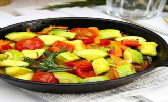 Вкусное рагу из замороженных овощей