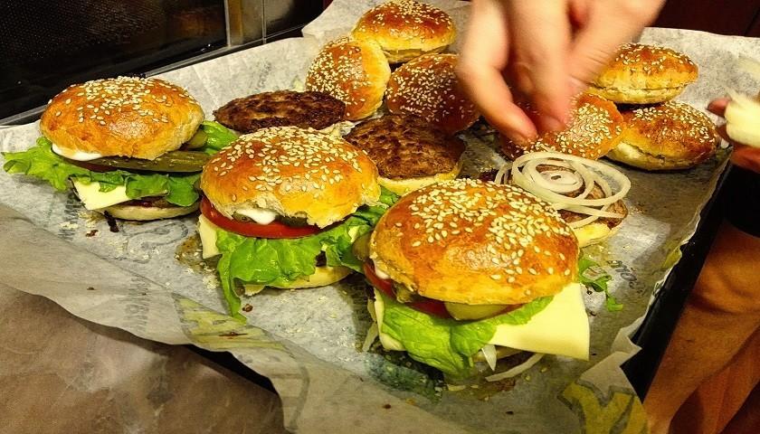 Как приготовить бургер дома?