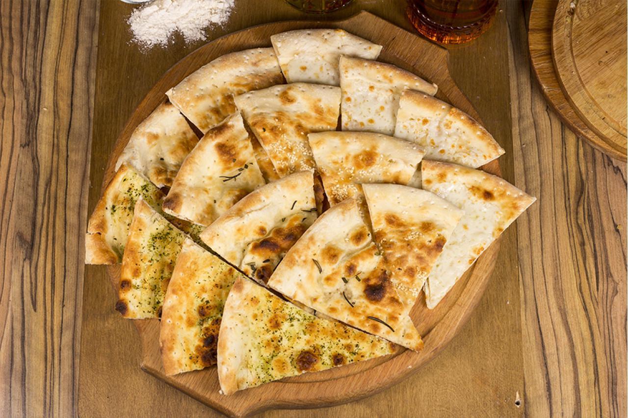 Фокачча с сыром и зеленью