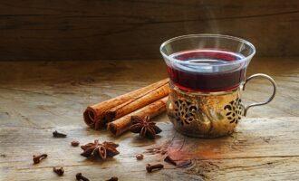 5 лучших рецептов домашнего глинтвейна: польза и вред горячительного напитка со специями