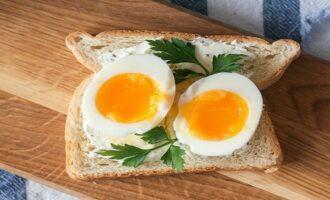 Как и сколько варить яйца в мешочек