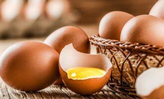 Куриные яйца с дефектами
