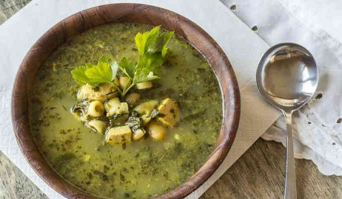 Куриный суп со шпинатом и песто
