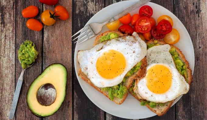 Что приготовить на завтрак - бутерброды с авокадо и яйцами