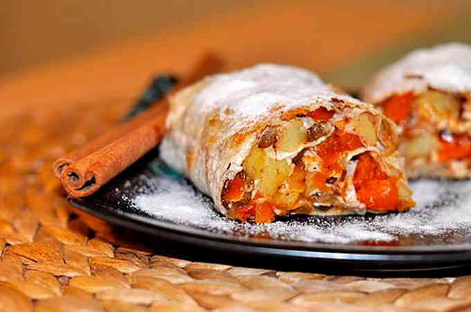 Блюда в духовке - штрудель из лаваша
