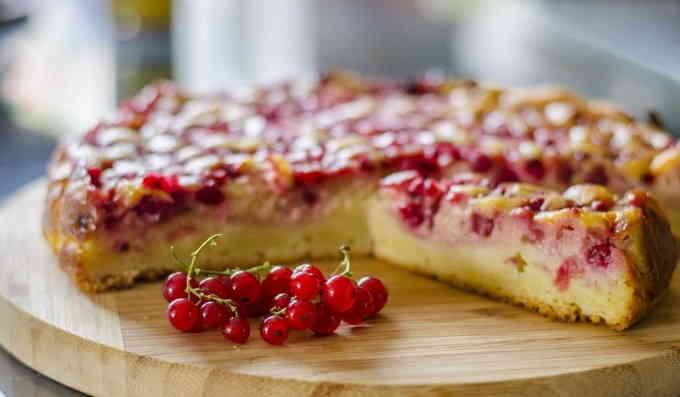 Что приготовить из творога - пирог со смородиной