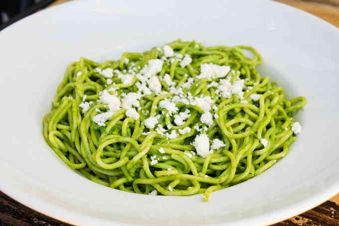 Зелёные спагетти с рикоттой