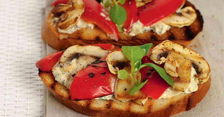 Рецепт тостов с шампиньонами и перцем