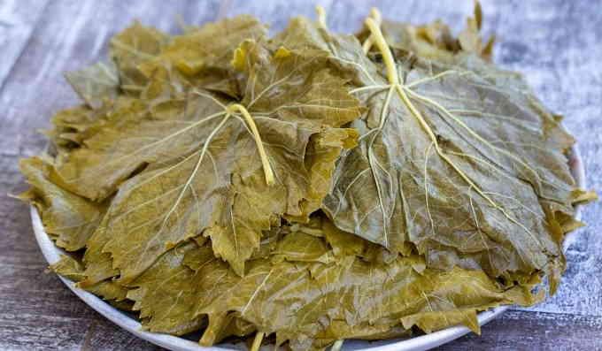 Солёные виноградные листья для долмы