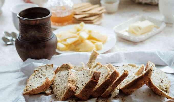 Домашний хлеб с семечками подсолнуха и льна